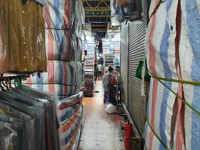 Tiểu thương Sài Gòn vật lộn với dịch dã: Hơn 50 năm chưa từng ế như vậy - 4