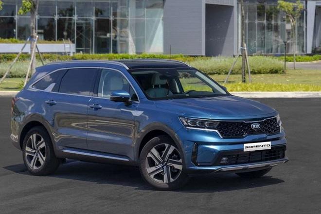 Xe gầm cao 7 chỗ, chọn Kia Sorento All New hay Hyundai SantaFe 2021? - 1