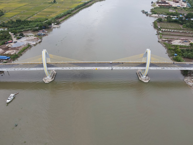 Ngắm cây cầu 400 tỷ đồng hình hạt gạo - 1
