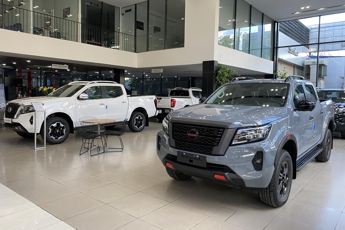 Nissan Navara 2021 bắt đầu về đại lý, sẵn sàng thách thức Ford Ranger