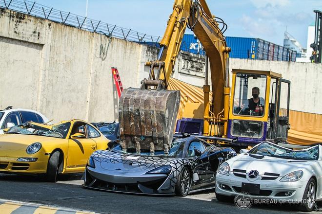 Xem Hải quan Philippines nghiền nát hàng chục xe sang nhập khẩu - 4