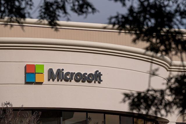 Câu lạc bộ vốn hóa 2.000 tỷ USD có thêm Microsoft