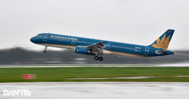 Dừng các chuyến bay chở khách từ TPHCM đến Quảng Bình vì Covid-19 - 1