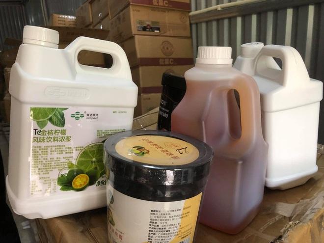 Kho nguyên liệu trà sữa cực lớn giới trẻ ưa chuộng bị mốc, thiếu xuất xứ - 5