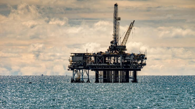 Giá dầu tăng mạnh, lên mức cao nhất trong 2 năm