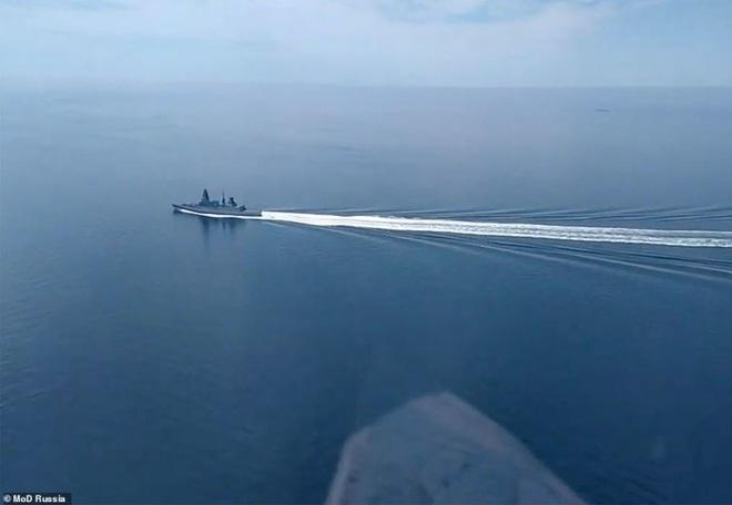 Biển Đen căng như dây đàn, Nga dọa ném bom tàu chiến xâm phạm - 1