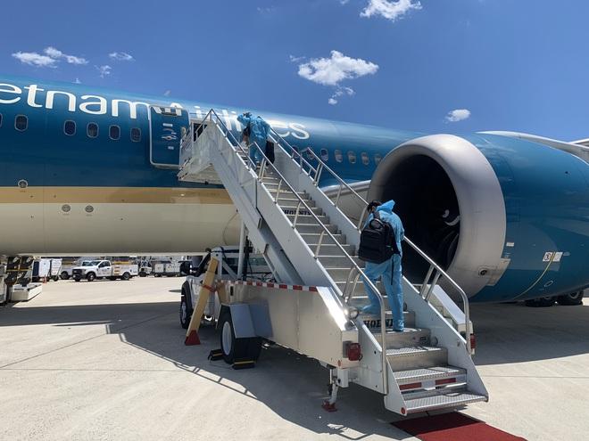 Chuyến bay thẳng khứ hồi kéo dài 36 tiếng đưa 240 người Việt từ Mỹ về nước - 2