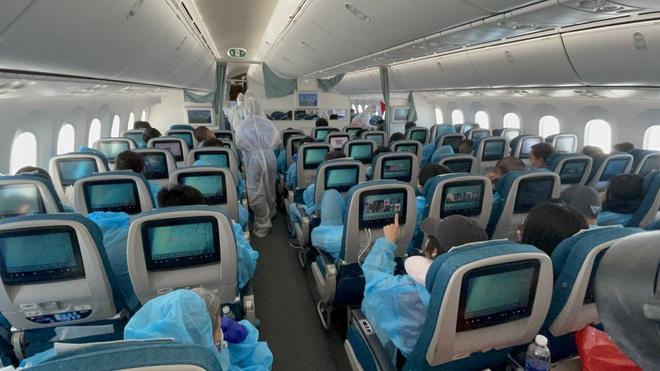 Chuyến bay thẳng khứ hồi kéo dài 36 tiếng đưa 240 người Việt từ Mỹ về nước - 3
