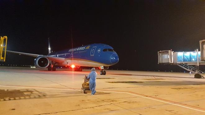 Chuyến bay thẳng khứ hồi kéo dài 36 tiếng đưa 240 người Việt từ Mỹ về nước - 4