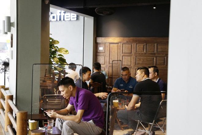 Hà Nội: Đông khách, nhân viên chạy bàn kiêm thu ngân sau ngày nới lỏng… - 2