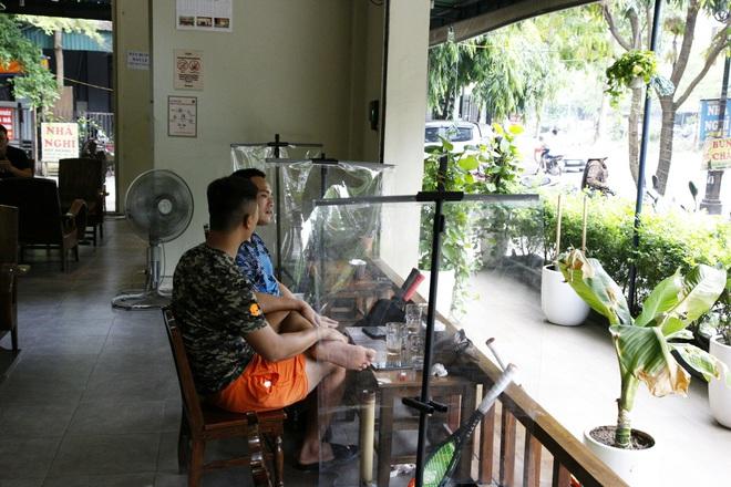 Hà Nội: Đông khách, nhân viên chạy bàn kiêm thu ngân sau ngày nới lỏng… - 4