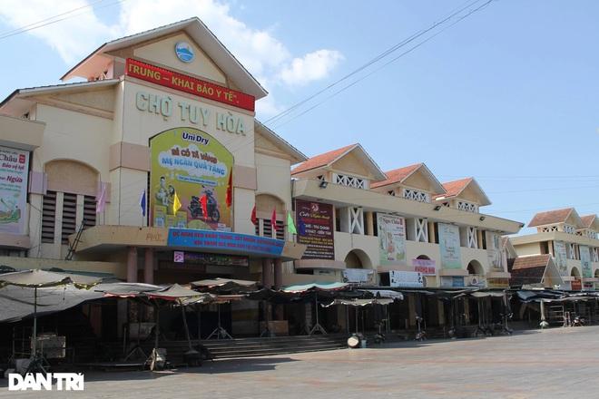 Tạm đóng cửa chợ lớn nhất tỉnh Phú Yên từ 16h hôm nay - 1