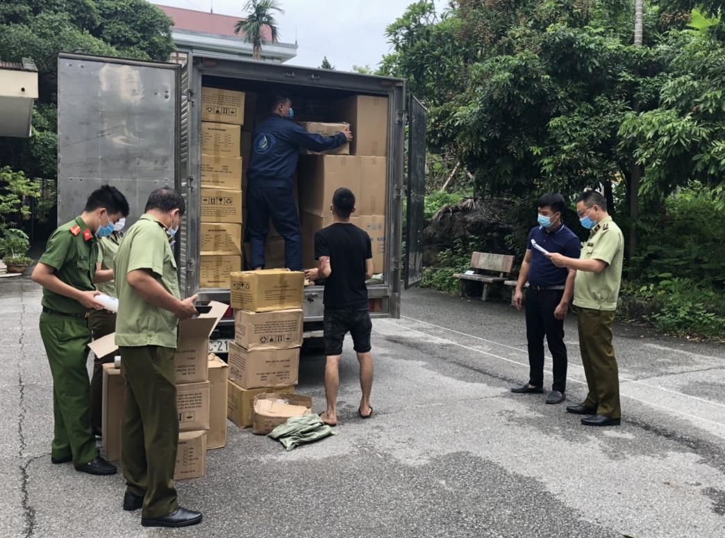Tạm giữ hàng trăm thùng carton chứa thiết bị máy lọc nước không rõ nguồn gốc xuất xứ