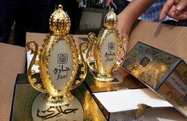 Hơn 15.000 lọ nước hoa và 50 kg nhuệ hoa nghệ tây nhập lậu vào Việt Nam