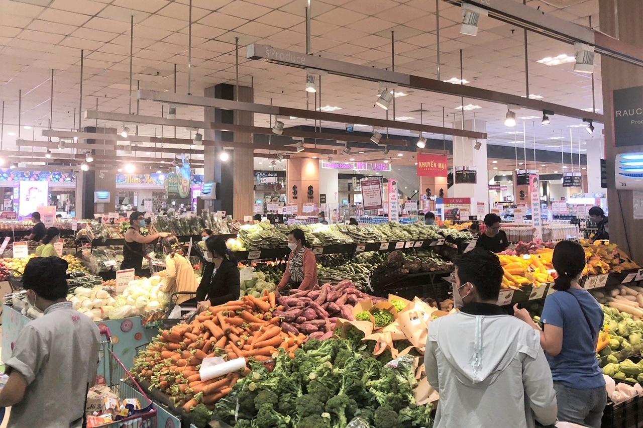 TPHCM: Người dân đổ xô mua sắm, tình hình cung ứng hàng hóa ra sao?
