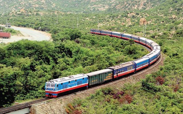 Đường sắt chạy tàu chuyên biệt đưa người dân các tỉnh phía Nam về quê tránh dịch