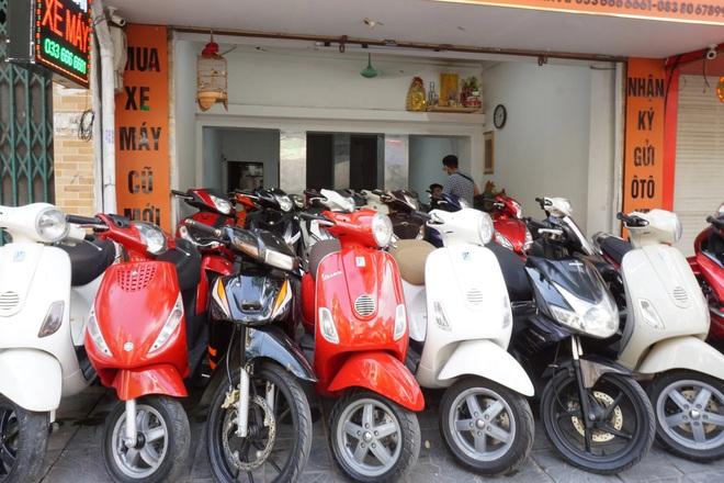 Nhiều cửa hàng xe máy tại Hà Nội khách vắng như chùa bà Đanh - 2