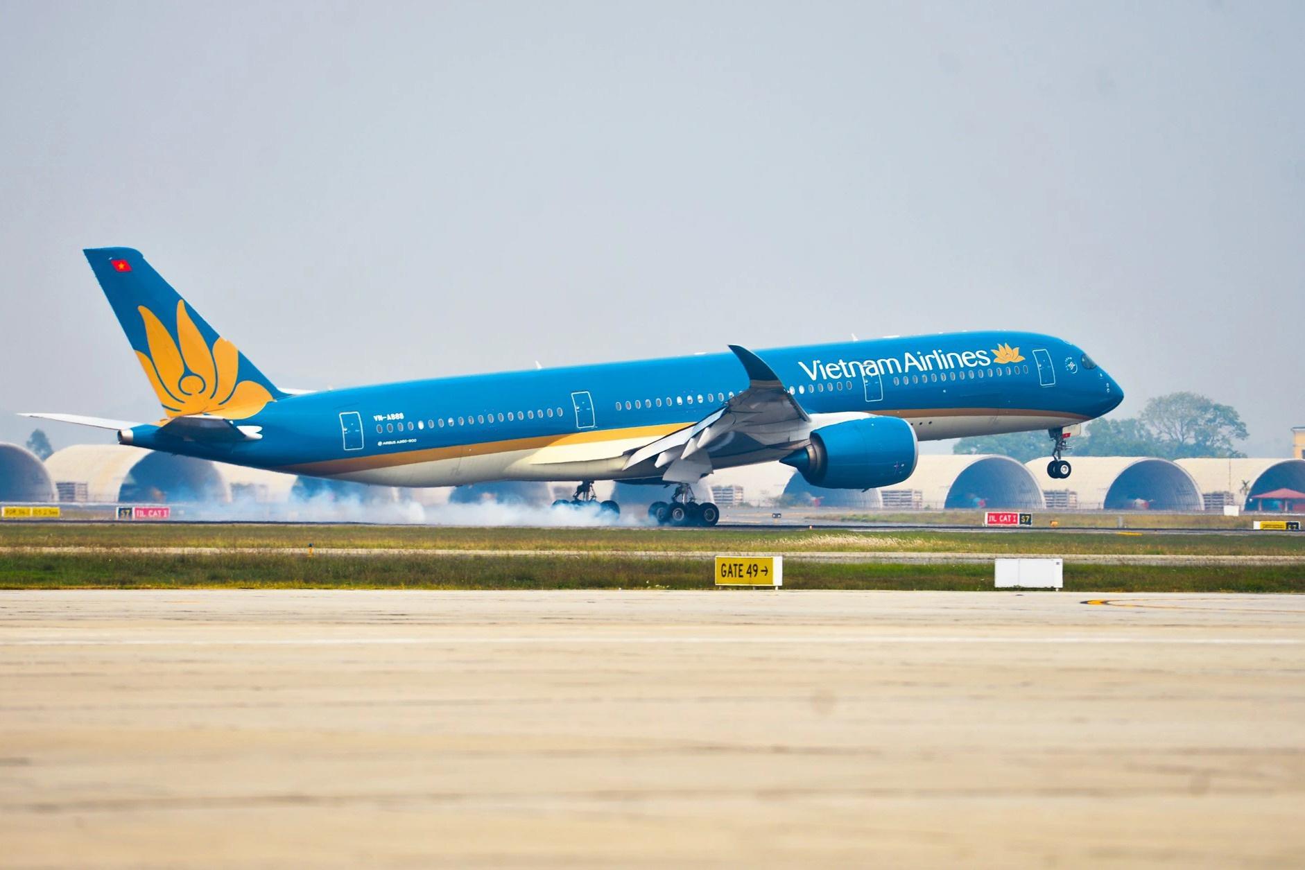 Báo cáo Thủ tướng dừng đường bay, bảo vệ Hà Nội khỏi diễn biến xấu Covid-19