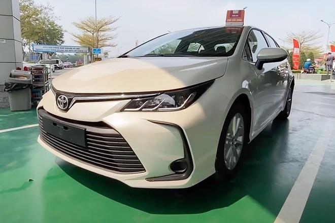 Corolla Altis được đại lý khuyến mại 70 triệu đồng, sẵn sàng chờ bản mới - 2