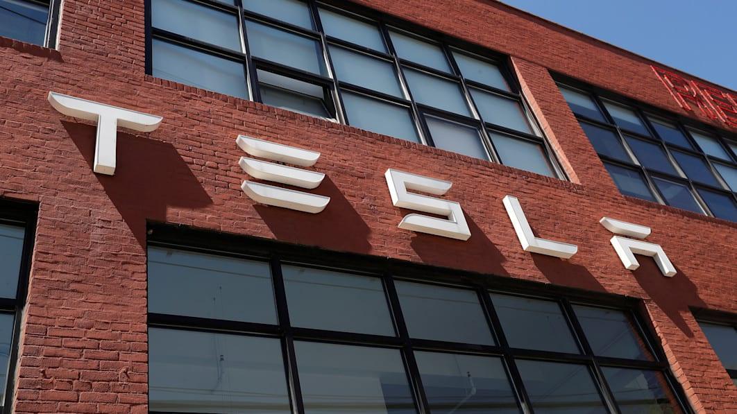 Liên tục tăng giá xe tại Mỹ nhưng Tesla lại