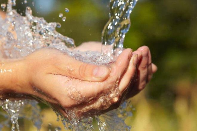 Chính phủ yêu cầu khẩn trương giảm giá nước, tiền nước sạch cho người dân - 1
