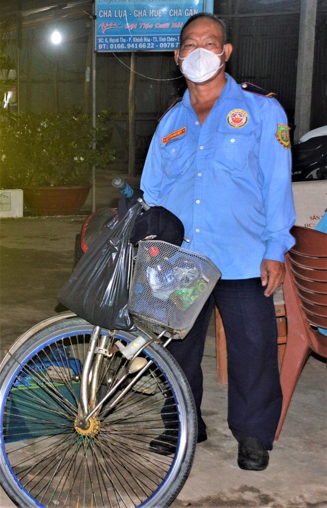 Bác bảo vệ thất nghiệp, đạp xe 3 ngày từ TPHCM về Sóc Trăng tránh dịch - 1