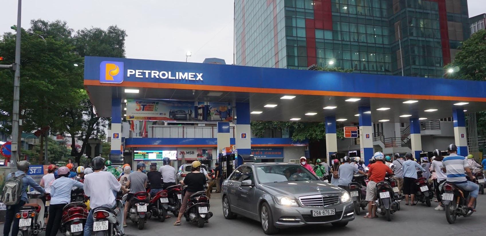 Giá xăng dầu trong nước tăng hay giảm vào ngày mai?