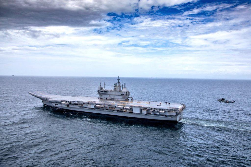 Hải quân Trung - Ấn đua nhau mua sắm tàu sân bay và tàu hộ tống