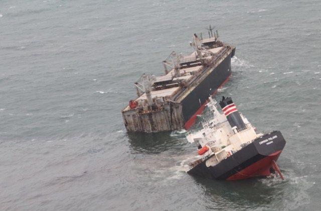 Tàu hàng Panama mắc cạn, vỡ đôi ở Nhật Bản