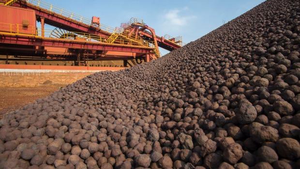 Liên tiếp giảm, giá quặng sắt chạm mức thấp trong 5 tháng