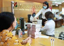 Người dân gửi tiền nhiều hơn vào ngân hàng