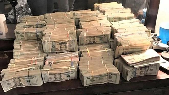 Băng cướp dùng Apple Watch để theo dõi, cuỗm đi 500.000 USD - 1