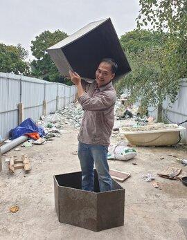 Lái ô tô nhặt vỏ hộp sữa về tái chế: Kiến trúc sư