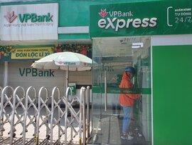 TPHCM: Nhiều chi nhánh ngân hàng tạm đóng cửa