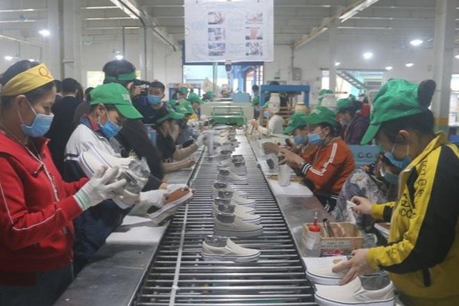 Nhiều doanh nghiệp FDI mở rộng sản xuất giữa bão dịch Covid-19 - 1