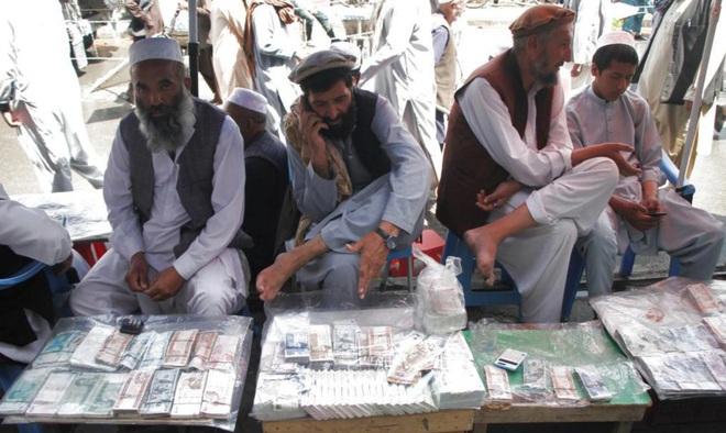 Mỹ chia rẽ chuyện giải ngân 10 tỷ USD cho Taliban - 1