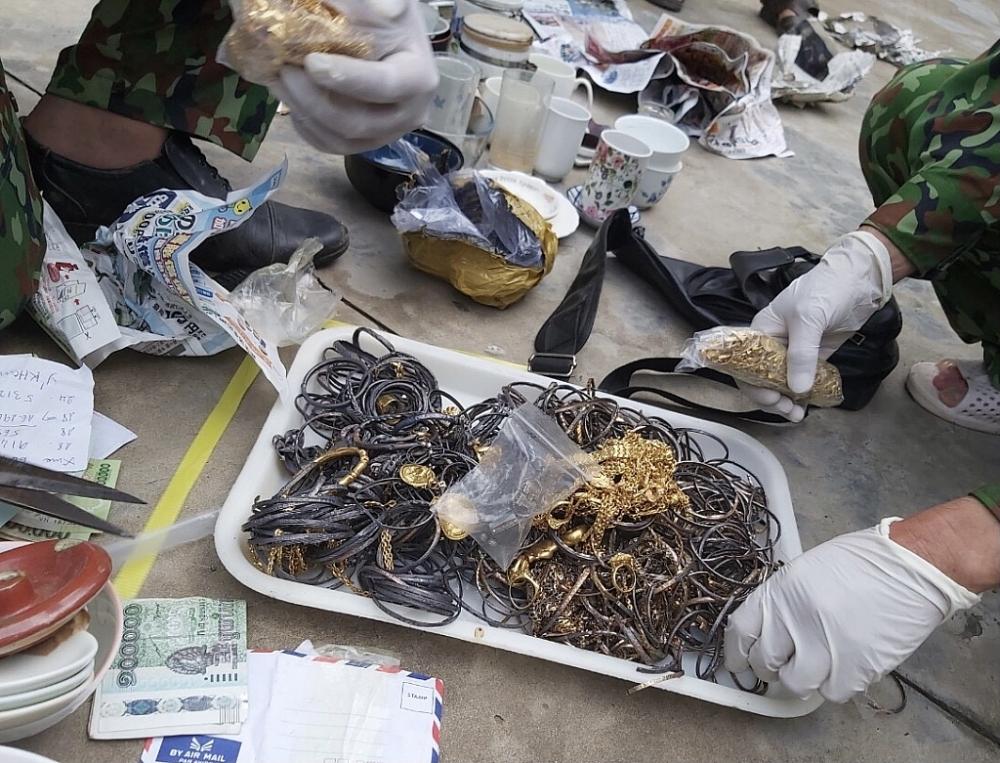Nóng: Bắt lượng ngoại tệ và hơn 3kg vàng từ Campuchia về Việt Nam