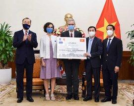 Việt Nam tiếp nhận 1,5 triệu liều vắc xin Pháp, Ý tài trợ
