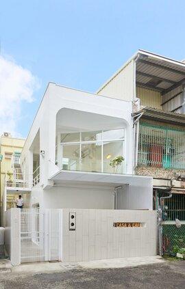 Nội thất đẹp của căn nhà 36 m2 bên ngoài hoài cổ, bên trong hiện đại