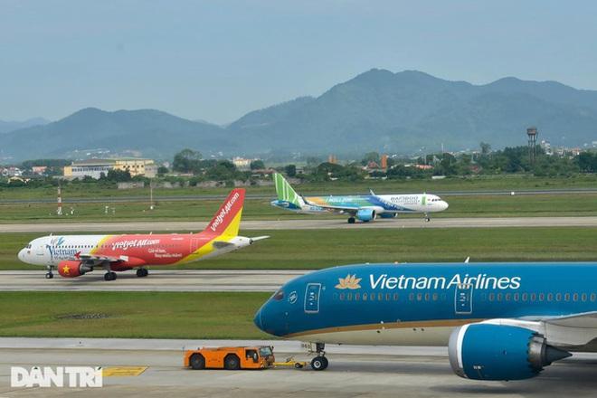 Áp sàn giá vé máy bay: Người dân thiệt thòi, chỉ lợi cho hãng lớn - 1