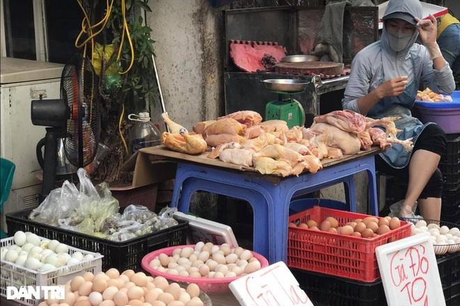 Hà Nội nới lỏng giãn cách, chợ dân sinh nhộn nhịp, tiểu thương phấn khởi - 3