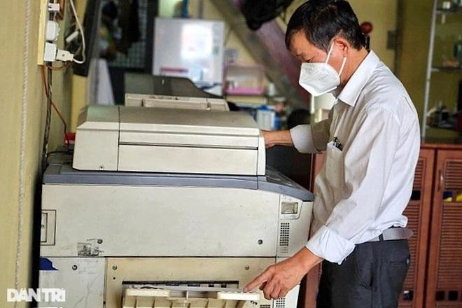 Đóng cửa gần 3 tháng, chủ tiệm photocopy vui mừng khi nhận hỗ trợ - 1