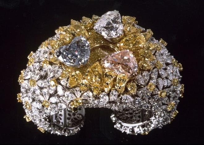 Những chiếc đồng hồ đeo tay đắt nhất thế giới từng được bán đấu giá - 2