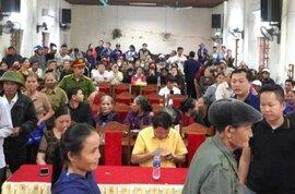 Người dân được Thủy Tiên hỗ trợ chỉ nhận tiền, không ký nhận