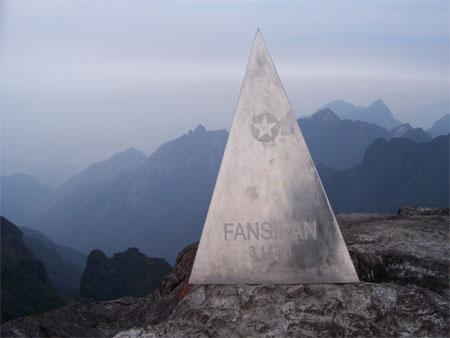 Khởi công tuyến cáp treo hiện đại nhất châu Á lên đỉnh Phan Si Păng