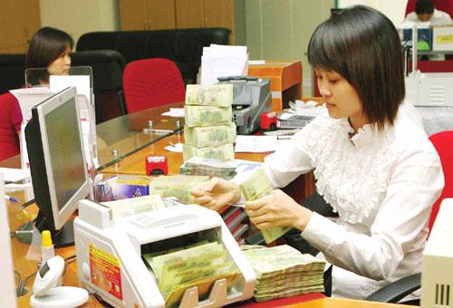 Thị trường tiền tệ đã dần ổn định. Trong ảnh: Hoạt động tại một chi nhánh của VPbank Hà Nội. Ảnh: Việt Linh