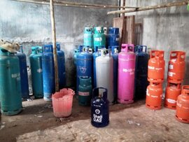Phá kho ''bom gas lậu'' hoạt động rầm rộ giữa thành phố
