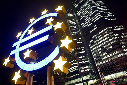ECB hạ lãi suất xuống thấp kỷ lục vì lo giảm phát kéo dài