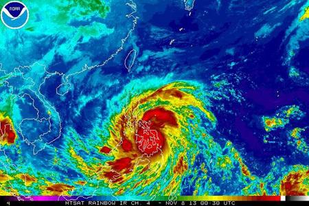 Siêu bão Haiyan đang quần thảo miền trung Philippines.