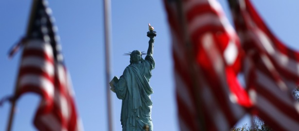 Kinh tế Mỹ bất ngờ tăng trưởng mạnh nhất trong 1 năm nhờ hàng tồn kho